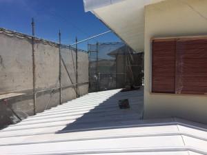 錆止めを塗ったトタン屋根