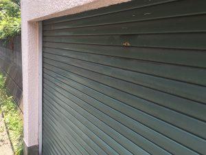 車庫シャッターの塗装前1