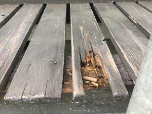 木製の濡れ縁(ぬれえん)の腐食